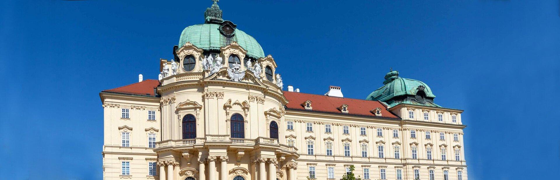 Die Ostfassade des Stiftes Klosterneuburg