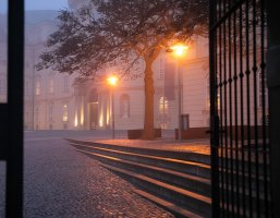 Stiftsplatz bei Nebel