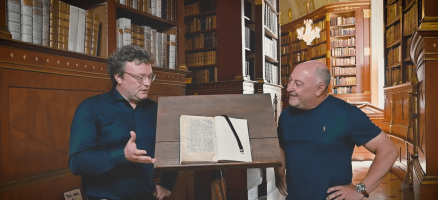 Rudi Roubinek und Martin Haltrich in der Stiftsbibliothek Klosterneuburg